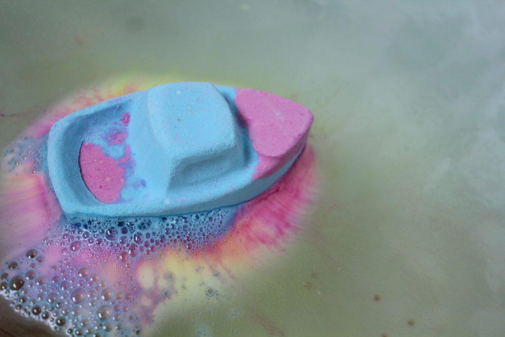 lush boat bath bomb